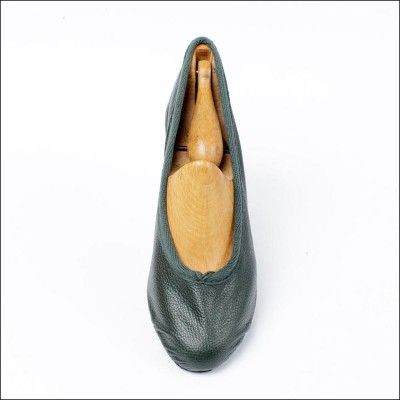 duchess pump green (junior) image 1