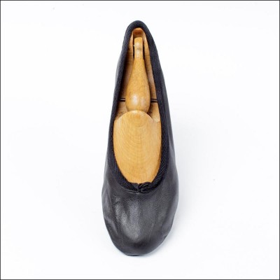 duchess pump black (junior) image 1